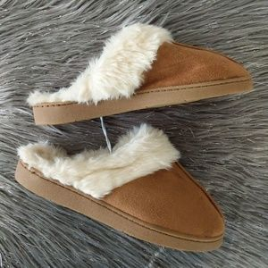 NEW Premium Comfort Tan Slippers Size 7, inside fu